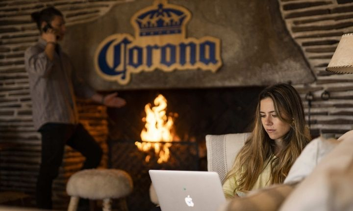 El teletrabajo en el paraíso: Cerveza Corona elige a Chile para su primera campaña de cowork