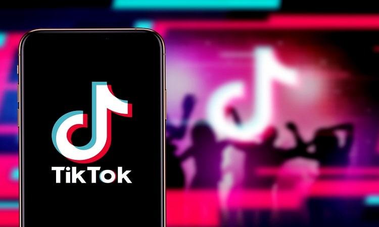 TikTok avanza hacia el eCommerce con el test de una nueva pestaña de compra para tiendas Shopify